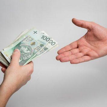 Co skłania nas do sięgania po szybkie kredyty?