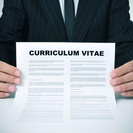 Dowiedz się, jak napisać CV, które przyciągnie wzrok pracodawcy