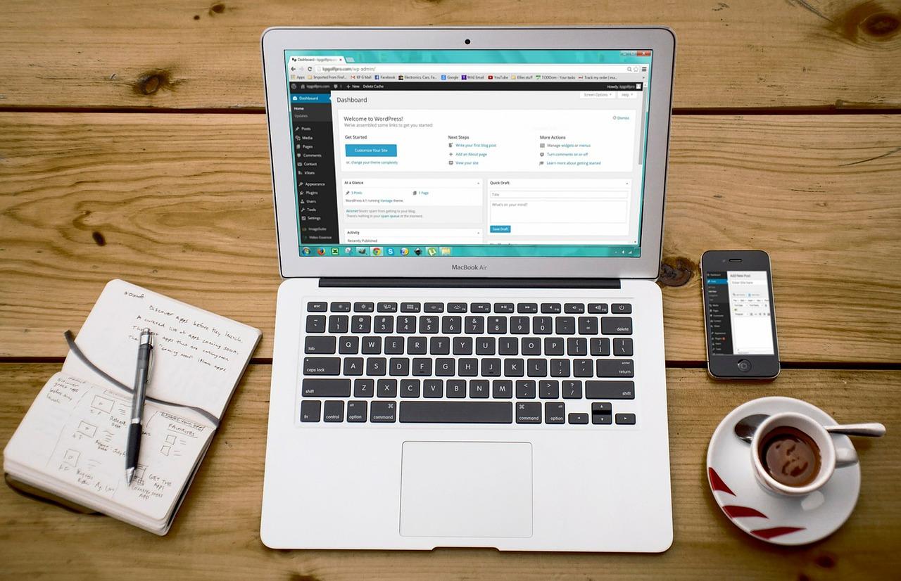 WordPress – najpopularniejszy CMS. Jakie przynosi korzyści?