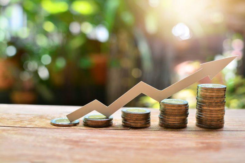 Inwestowanie pieniędzy jako sposób na życie – czy można się utrzymać tylko z giełdy i forex?