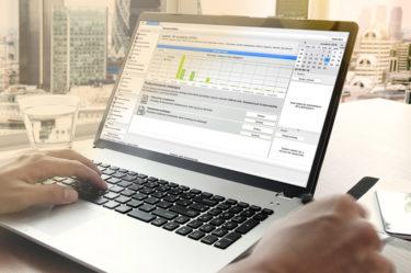 Laptop wyświetla dane i wykresy