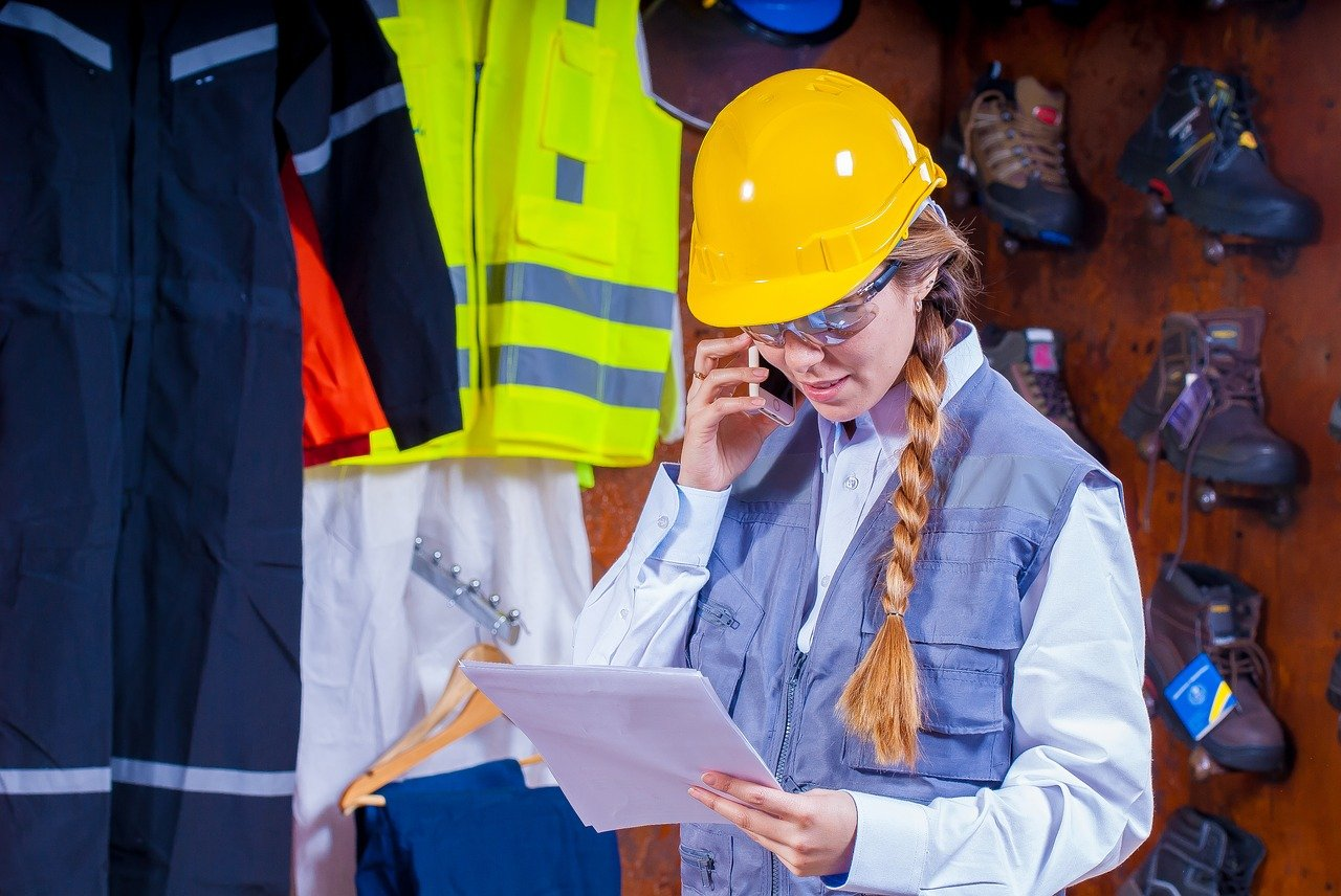 Szkolenia i usługi BHP – jak zadbać o pracowników?