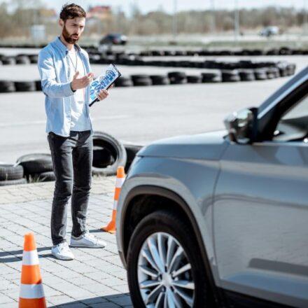 Kurs na prawo jazdy – jak wybrać najlepszą szkołę?