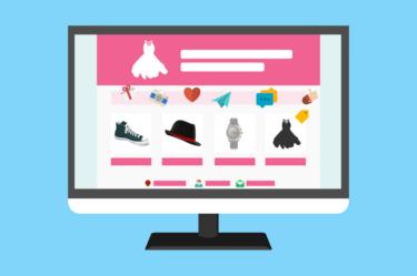 grafika przedstawiająca monitor z zakupami odzieżowymi dla kobiet